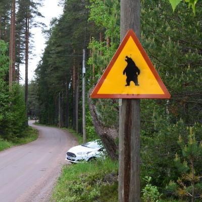 Varningsskylt för björn.
