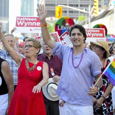 Kathleen Wynne och Justin Trudeau deltar i prideparaden i Toronto 2013