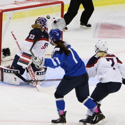 Susanna Tapani gör 1-0 för Finland, VM 2015.
