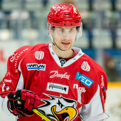 Erik Riska fungerar som lagkapten för Sport.