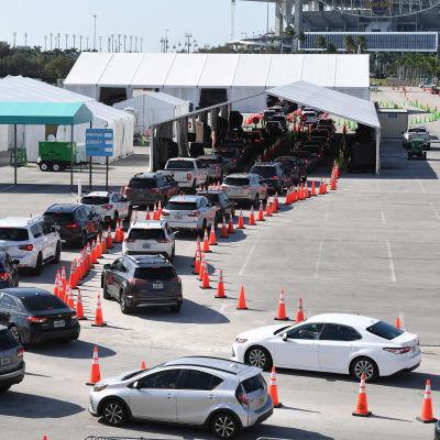 Autojonoja testiasemalla Floridassa