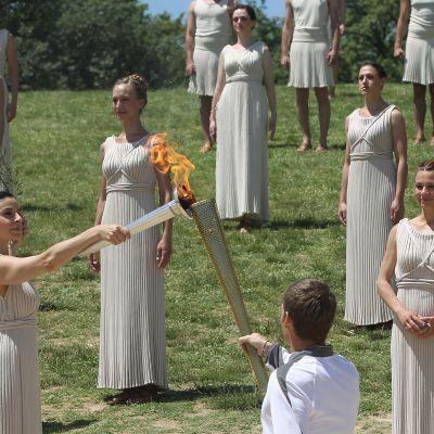 Övning inför tändandet av den olympiska elden i Olympia 09.05.12