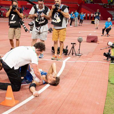 Virolaisheittäjä Magnus Kirt loukkaantui viime vuoden MM-finaalissa, jonka karsinta oli heitetty edellisenä päivänä. Kun palautumisaika jää lyhyeksi, heittäjien loukkaantumisriski kasvaa huomattavasti.