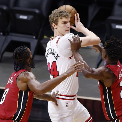 Lauri Markkanen #24 of the Chicago Bulls is defended by Trevor Ariza #8 and Jimmy Butler