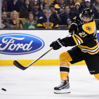 Loui Eriksson flyttar från Boston till Vancouver.