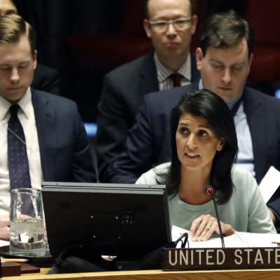 USA:s nya FN-ambassadör Nikky Haley fördömde Ryssland i sitt första anförande inför säkerhetsrådet