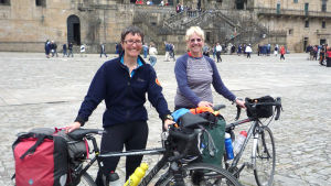Kersti Juva harrastaa puolisonsa Juliette Dayn kanssa pyöräilyä.