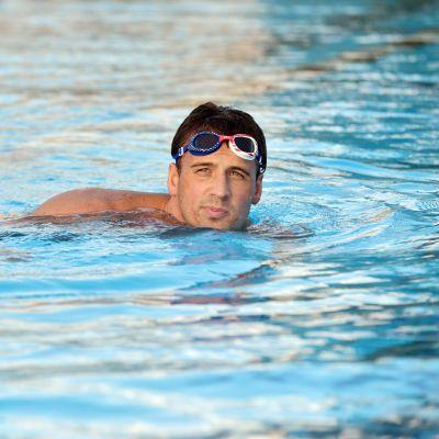 Ryan Lochte uima-altaassa.