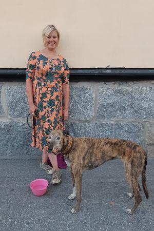 Ann-Cathrine Jungar med hund.