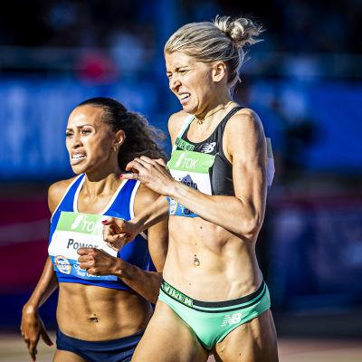 Sara Kuivisto löper före Nadia Power.