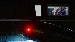 Yhdysvaltojen presidentti Marine One -helikopteri laskeutui Valkoisen talon edustalle 10. heinäkuuta. Samana iltana ilmoitettiin Roger Stonen tuomion lievennyksistä.