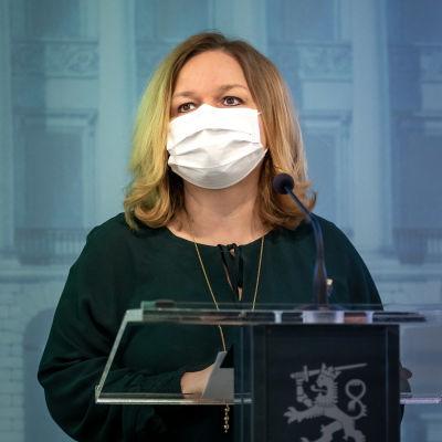 Familje- och omsorgsminister Krista Kiuru från SDP.