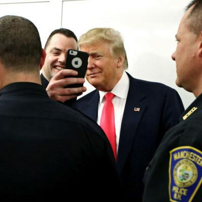I början av året mötte Donald Trump poliser från Manchester i New Hampshire.
