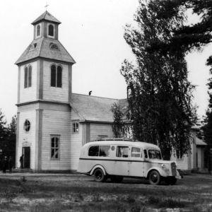 Yleisradion ääniauto Pertunmaan kirkon edessä 1930-luvulla