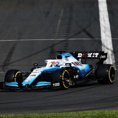 Williams-bilarna kör efter varandra