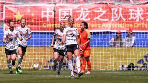 Giulia Gwinn jublar efter ett mål mot Kina