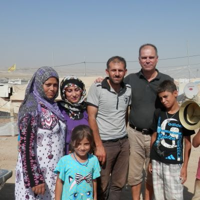 Syriska flyktingar i flyktinglägret Domiz utanför Dohuk (plus redaktören)