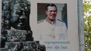 Kambodjanerna blir ständigt påminda om Hun Sens förträfflighet. Hans parti har betydligt större resurser än alla övriga partier sammanlagt.
