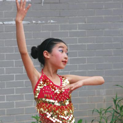 Wang Xiaoli klädd i sina glittrande danskläder.