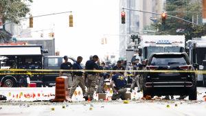Utredare samlar in bevismaterial efter explosionen i New York den 18 september.