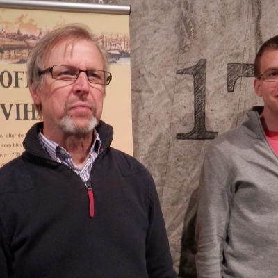 Museidirektör Guy Björklund och historikern Thomas Eisentraut