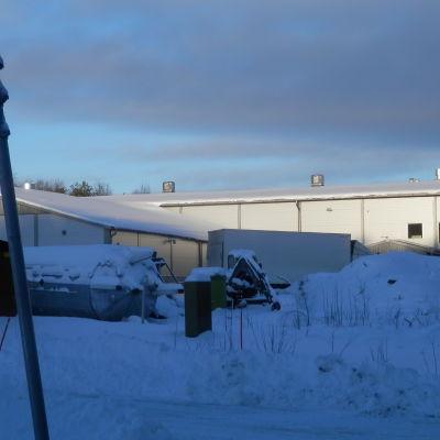 Kontorsbyggnad vid Helléns farm på farmområdet i Jakobstad