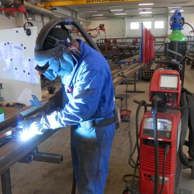 Svetsningsarbete vid STH-Steel i Larsmo