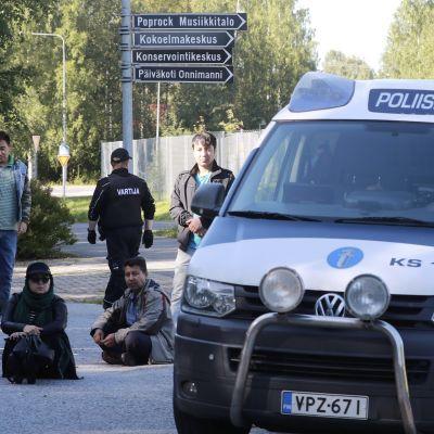 Demonstranter vid flyktingförläggning i Jyväskylä