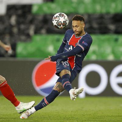 Neymar och PSG ångar på i Champions League-slutspelet.