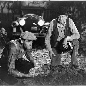 Vihan hedelmät. Kuvassa Henry Fonda ja Russell Simpson. Yle Kuvapalvelu.