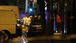 Polisinsats i Molenbeek i Bryssel den 14 november 2015 i anslutning till terrordåden i Paris.