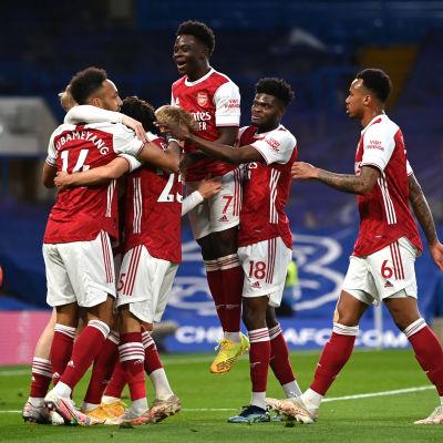 Arsenal juhlii maalia