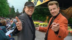 Matti ja Teppo  Vanhalla Suurtorilla Turussa kesällä 2001.