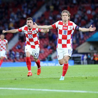 Luka Modrić firar ett kroatiskt ledningsmål.