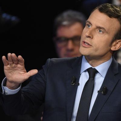 Mittenkandidaten Emmanuel Macron i direktsänd valdebatt den 4 april 2017 inför det franska presidentvalet-