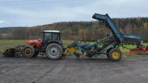 traktor med sockerbetsupptagare