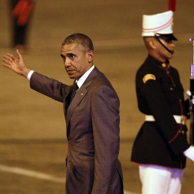 USA:s president Barack Obama anländer till Kuba.