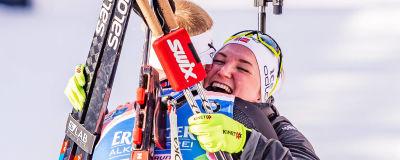 Marte Olsbu Röiseland jublar efter VM-guld.