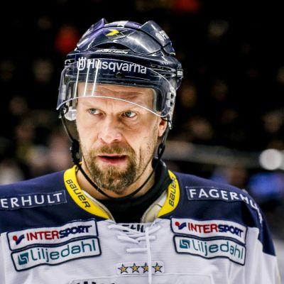 Jere Karalahti i HV71-tröjan.