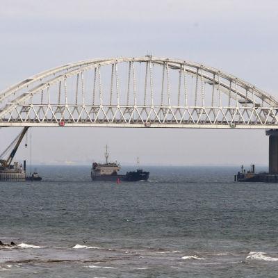 Bron över Kertjsundet mellan Krimhalvön och Ryssland.