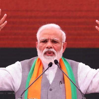 Intian pääministeri Narendra Modi puhui maanantaina tilaisuudessa, jossa julkistettiin hänen puolueensa vaalilupaukset.