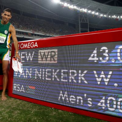 Wayde van Niekerk juoksi voimassa olevan 400 metrin ME:n 43,03 Rio de Janeiron kesäolympialaisissa 2016. Harvinaista kyllä, hän teki tempun uloimmalta radalta eli radalta kahdeksan.