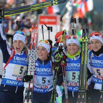 Italien vann skidskyttestafetten i Hochfilzen 2015.