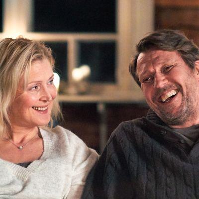 Joulumaa-elokuvan päärooleissa näyttelevät Milka Alroth ja Martti Suosalo.