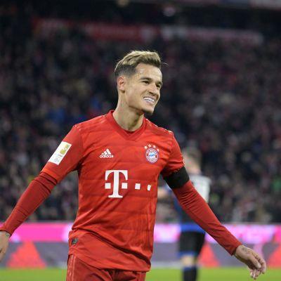 Philippe Coutinho juhlii maalia Bayern Münchenin paidassa.