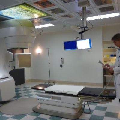 Den nya strålningsapparaten vid Vasa centralsjukhus