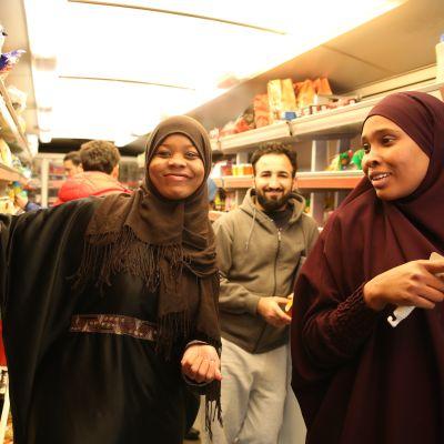 Rahma Ali Idiris, Ali Julil Abd Aljabbar ja Samira Said sanovat, että kaupa-autossa on hyvät tuotteet ja hinnat ovat kohdallaan.