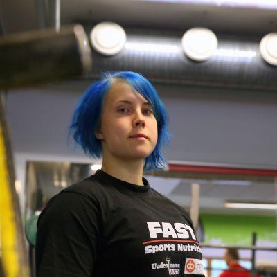 Sipoolainen Susanna Törrönen niittää menestystä voimanostossa. Etenkin penkkipunnerrus on mieleinen laji.