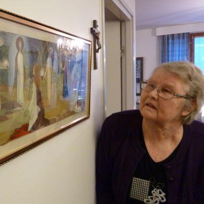 Vaasalainen Eeva Niemi tunsi Tove Janssonin ja omistaa taiteilijan nimikirjoituksella varustetun luonnoksen Teuvan alttaritaulusta.