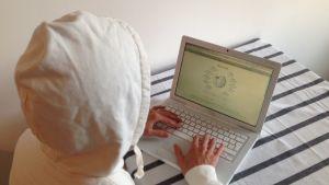 Anonym människa som använder wikipedia.